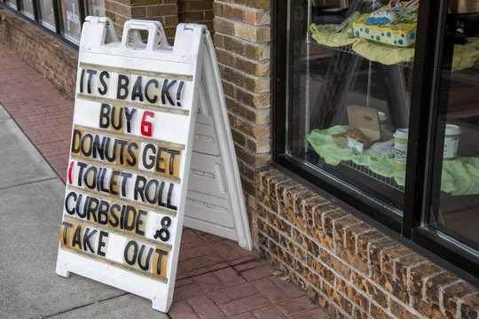 3 Alasan Store Tempatan Anda Memastikan Running Out Flour, Kertas Tandas Dan Ubat Preskripsi