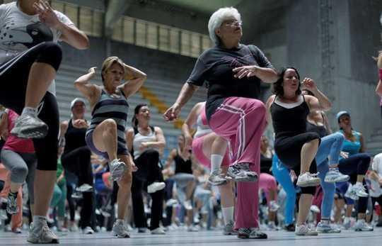 對於老年婦女,運動夥伴使一切與眾不同