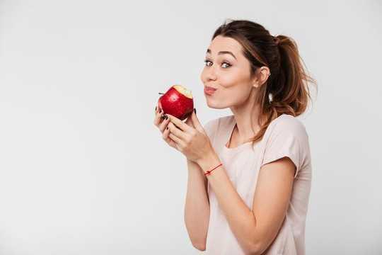 콧물, 모피 시금치 및 반짝이는 사과 – 음식에 대한 놀라운 사실