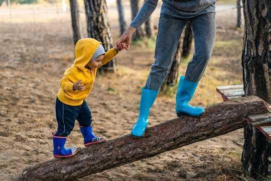 為什麼過父母教孩子感到應得的權利