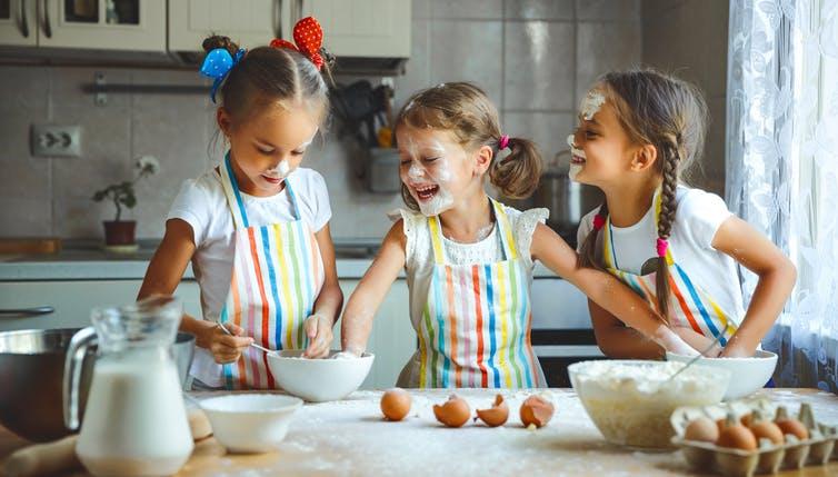 Voici 4 façons de garder les enfants à la maison heureux sans recourir à Netflix