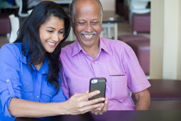 Dessa verktyg hjälper äldre att ansluta digitalt medan de isoleras
