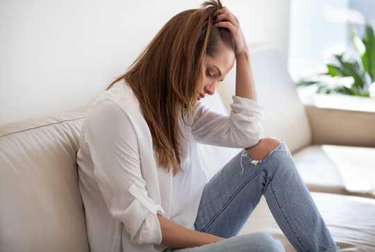 가정 폭력의 위험에 처할 수있는 사람을 돕는 방법