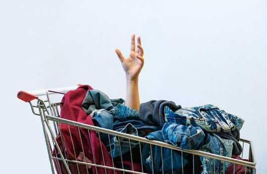 オンラインショッピングに飛び散ることに抵抗できませんか? ここに理由があります