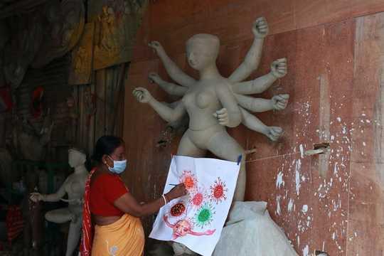 인도의 전염병 여신은 전염병을 예방합니다