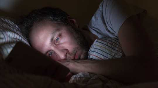不能睡着并为冠状病毒感到焦虑吗?