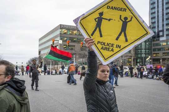 Poliser som anklagas för brutalt våld har ofta en historia av klagomål av medborgare