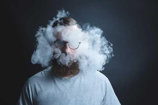 De tweedehands rook die je inademt, kan uit een andere staat komen