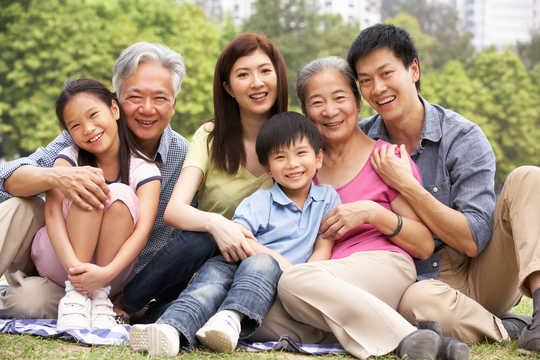 كيف الحب بين الآباء والأمهات له فوائد طويلة الأجل للأطفال