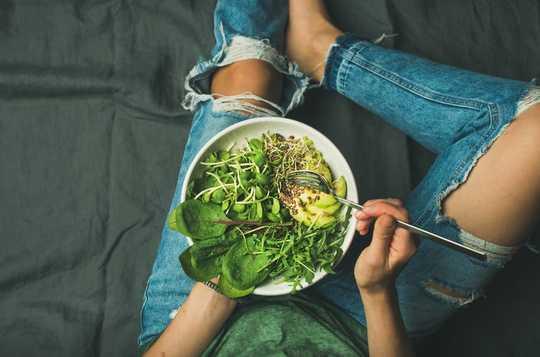 영양이 면역 체계가 코로나 바이러스와 싸우는 데 도움이되는 5 가지 방법