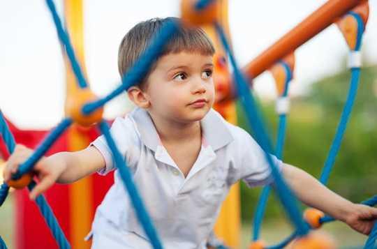 ¿Cómo sé si mi hijo se está desarrollando normalmente?