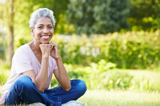 ومضات ساخنة؟ تعرق ليلي؟ يمكن أن يساعد البروجسترون في تقليل أعراض سن اليأس