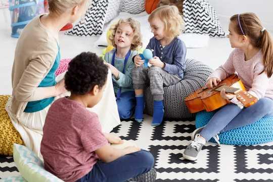 Hvordan vi kan hjelpe barn i usikre tider gjennom mindfulness og lek