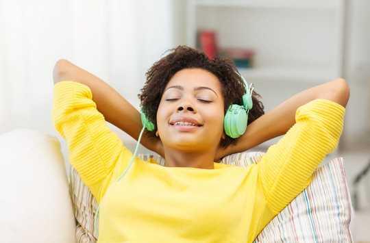 Âm thanh giống như sự cường điệu: Có bằng chứng ít ỏi Ảo ảnh 'Nhịp đập hai tai' giúp thư giãn não của bạn