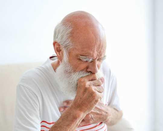 令人愉悦的气味所掩盖:电子烟味的健康后果