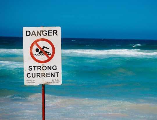 Por que seu cérebro de turista pode tentar afogar você