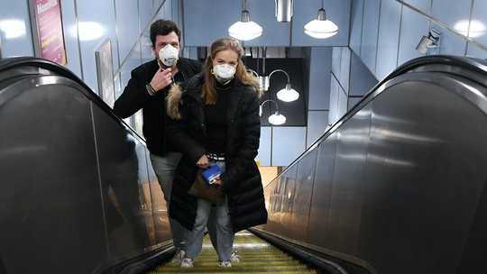 Mengapa Peraturan Penutup Coronavirus Tidak Akan Dipatuhi oleh Semua Orang