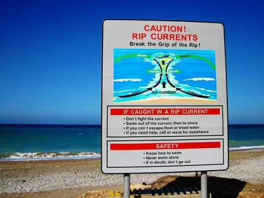 क्यों आपका पर्यटक मस्तिष्क आपको डूबने की कोशिश कर सकता है
