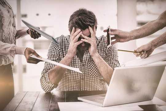 Hvordan redusere stress på jobben og forhindre utbrenthet