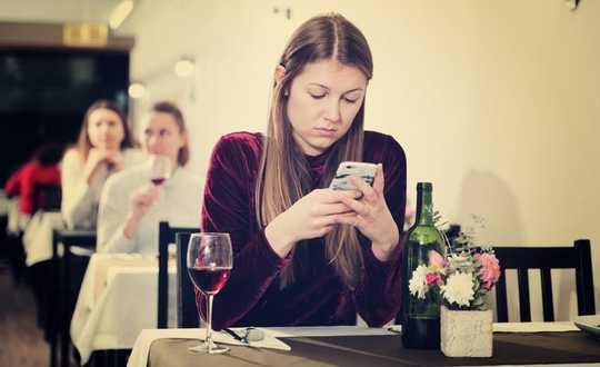Ne blâmez pas les applications de rencontres pour votre terrible vie amoureuse