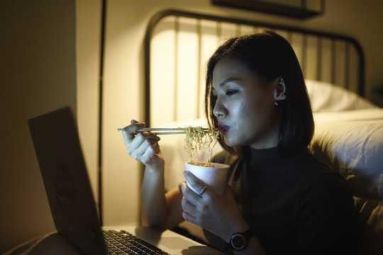 Como seu ritmo circadiano pode mantê-lo saudável e saudável