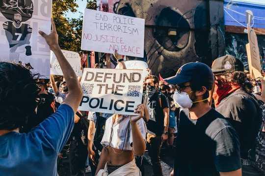 Lições de três lugares que tentaram desmantelar a polícia