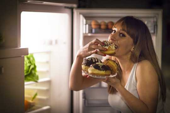 饮食失调与情绪痛苦有关,而非食物