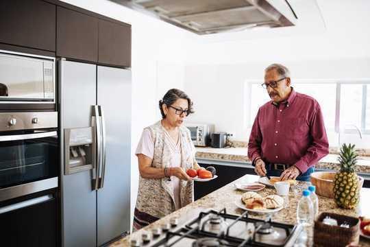 Mit Ihrem Partner zu Hause? Wenden Sie sich an Rentner, um zu erfahren, wie es funktioniert
