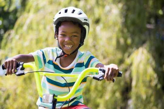 Por qué es importante la libertad de un niño para viajar y jugar sin la supervisión de un adulto
