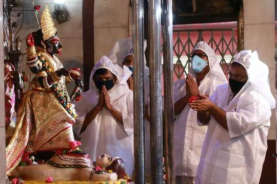Indiens Göttinnen der Ansteckung bieten Schutz bei der Pandemie