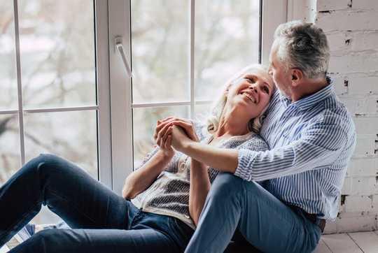 성관계가 적은 여성은 폐경기에 일찍 들어가십시오