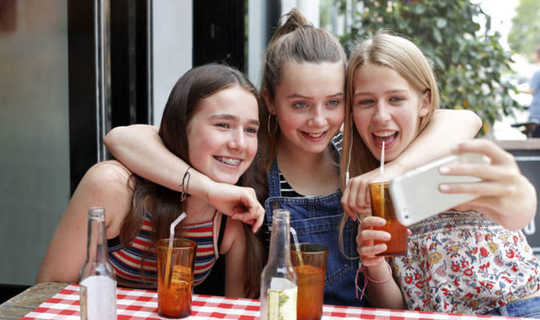 Mengapa Tingkat Depresi Remaja Meningkat Lebih Cepat Untuk Anak Perempuan daripada Anak Laki-Laki