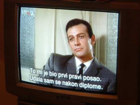 تماشای تلویزیون با زبان خارجی می تواند به شما در یادگیری یک زبان جدید کمک کند