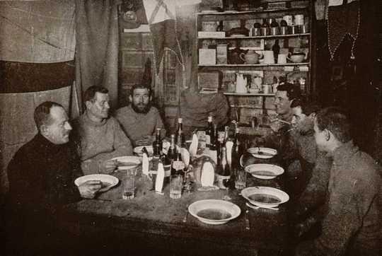مبارزه با کسالت با بانجو و دستور زبان روسی - نکاتی از کاشفان قطبی برای زنده ماندن ماههای جداسازی