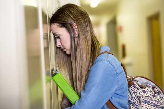 Comprendere le emozioni è quasi importante quanto il QI per il successo accademico degli studenti