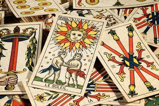 Kebangkitan Tarot Lebih Sedikit Tentang Ilmu Gaib Daripada Menyenangkan dan Swa-bantu - Sama Seperti Sepanjang Sejarah