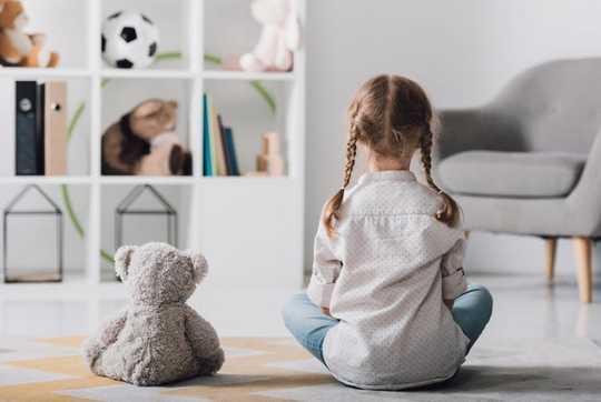 Comment pouvons-nous aider les enfants dans des temps incertains par la pleine conscience et le jeu