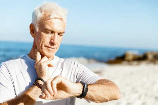 Latihan intensiti sederhana memerlukan anda bekerja melebihi 40% dari simpanan degupan jantung anda.