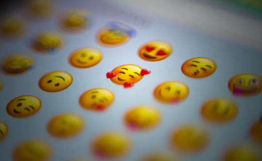 Sức mạnh của biểu tượng cảm xúc: Làm thế nào A ???? Hay A ???????? Trong Tweets thu hút nhiều người hơn