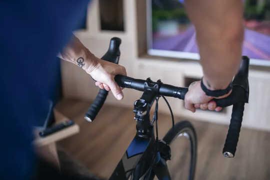 コネクテッドワークアウトは、仮想仲間と一緒に体を鍛えるのに役立ちます