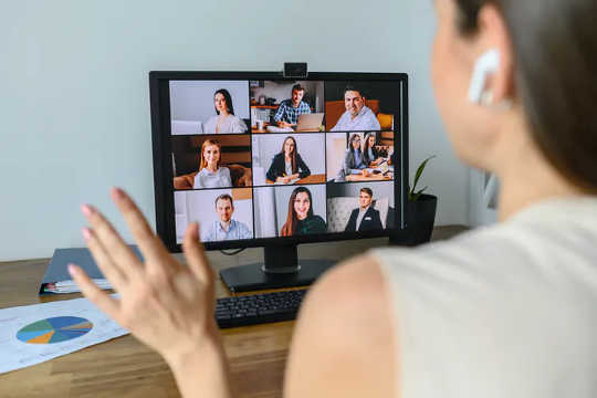 Многие из нас обратились к видеоконференцсвязи, чтобы поддерживать связь с друзьями и семьей.