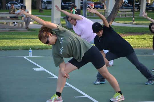 De voordelen van statisch rekken vóór het sporten lijken op te wegen tegen de nadelen. (