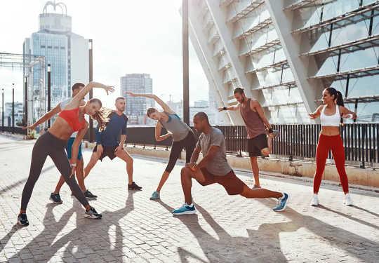 運動前にストレッチするかしないか:ウォームアップについて知っておくべきこと