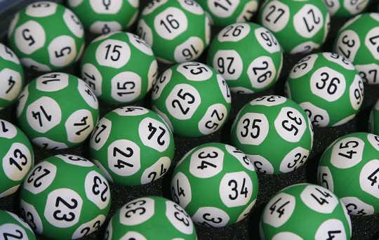 Dina chanser att vinna är otroligt små, men lotter är en pålitlig källa till skatteintäkter för stater.