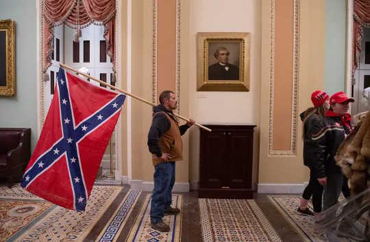Cờ Chiến đấu Liên minh từ lâu đã trở thành biểu tượng của sự nổi dậy của người da trắng