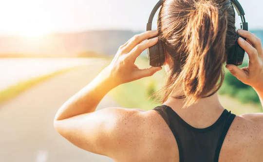 Γιατί πρέπει να σκεφτείτε να προσθέσετε κλασική μουσική στη λίστα αναπαραγωγής άσκησής σας