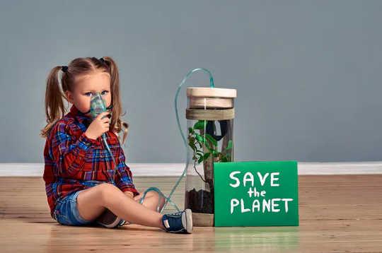 بشریت باید با آینده ای که ما و نسل های آینده با آن روبرو هستیم کنار بیاید.