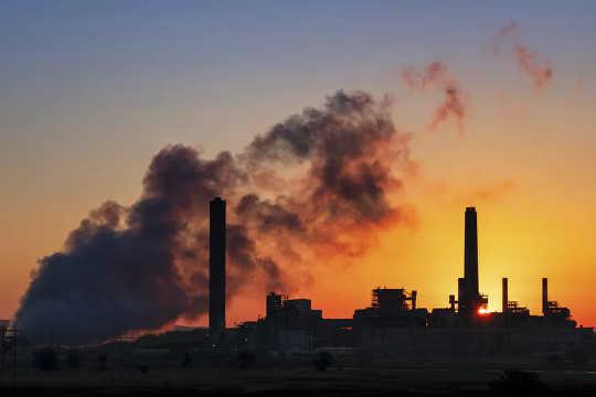 هزینه واقعی خسارات زیست محیطی باید بر عهده مسئولان این امر باشد.