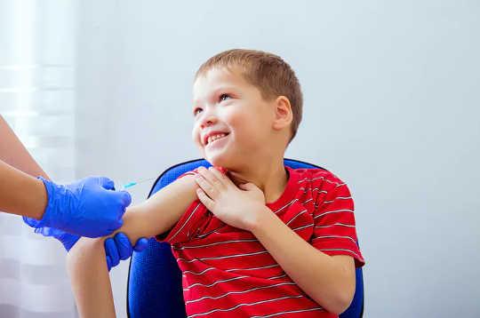 Naalde hoef niks te vrees nie: 5 stappe om inentings makliker te maak