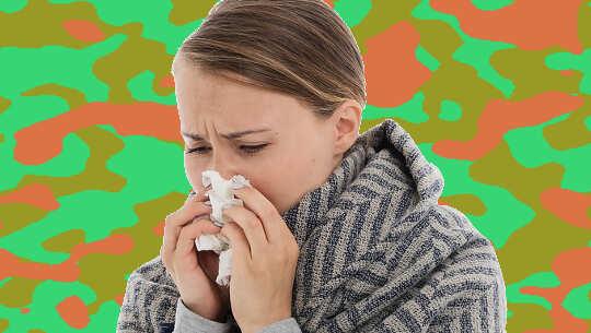 Bild einer Frau, die sich die Nase putzt